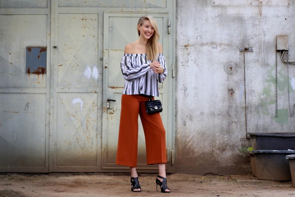 Rust-colored culottes & Stripes