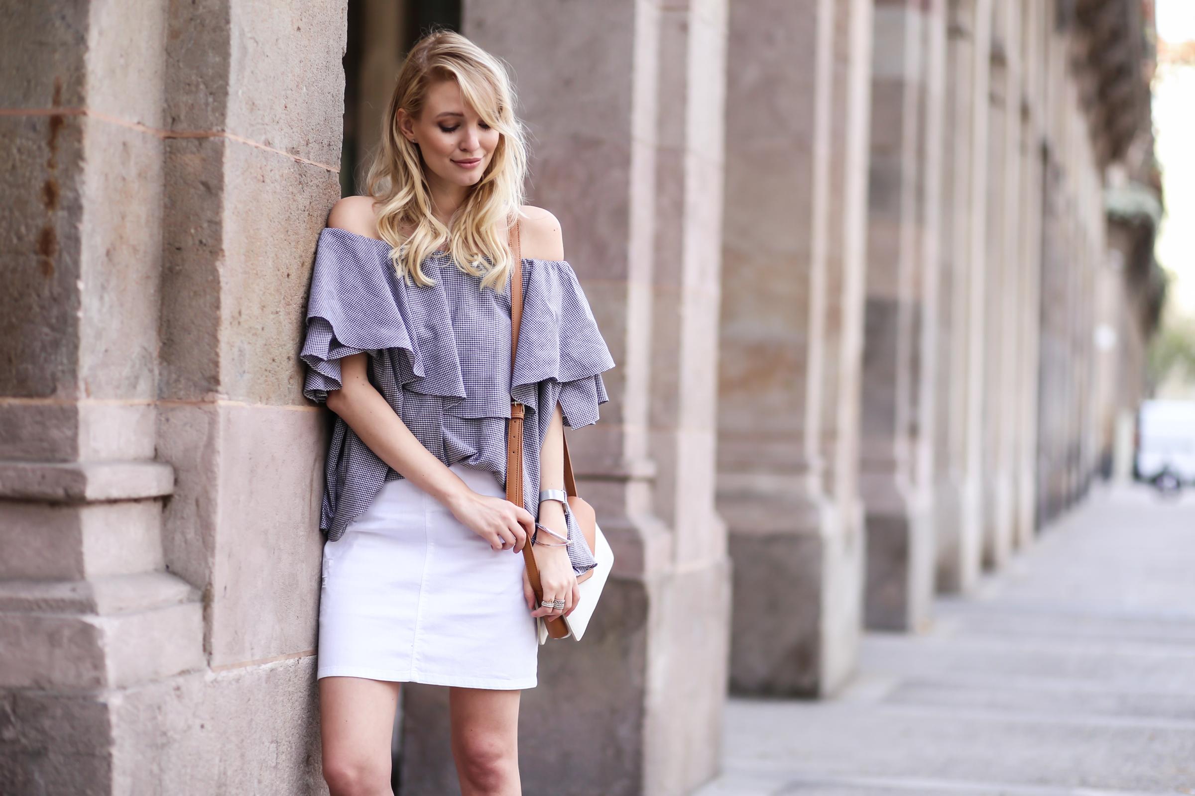 Off-shoulder blouse & White denim | Barcelona