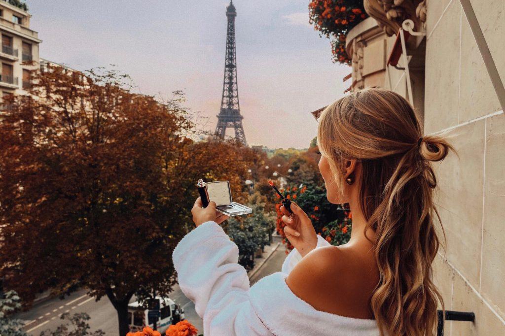 Leonie Hanne Hotel Plaza Athenee Paris