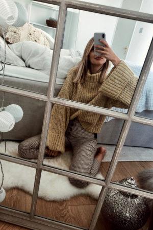 Mirror selfie London