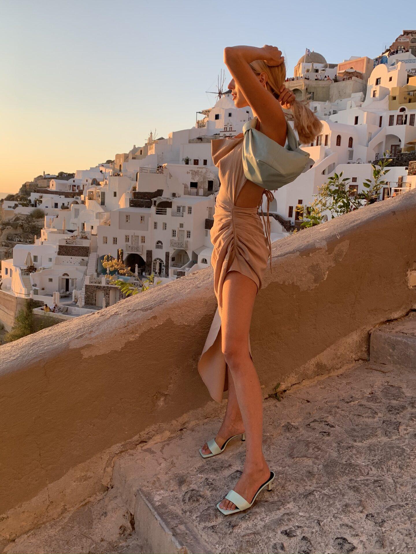 Leonie Hanne Santorini sunset