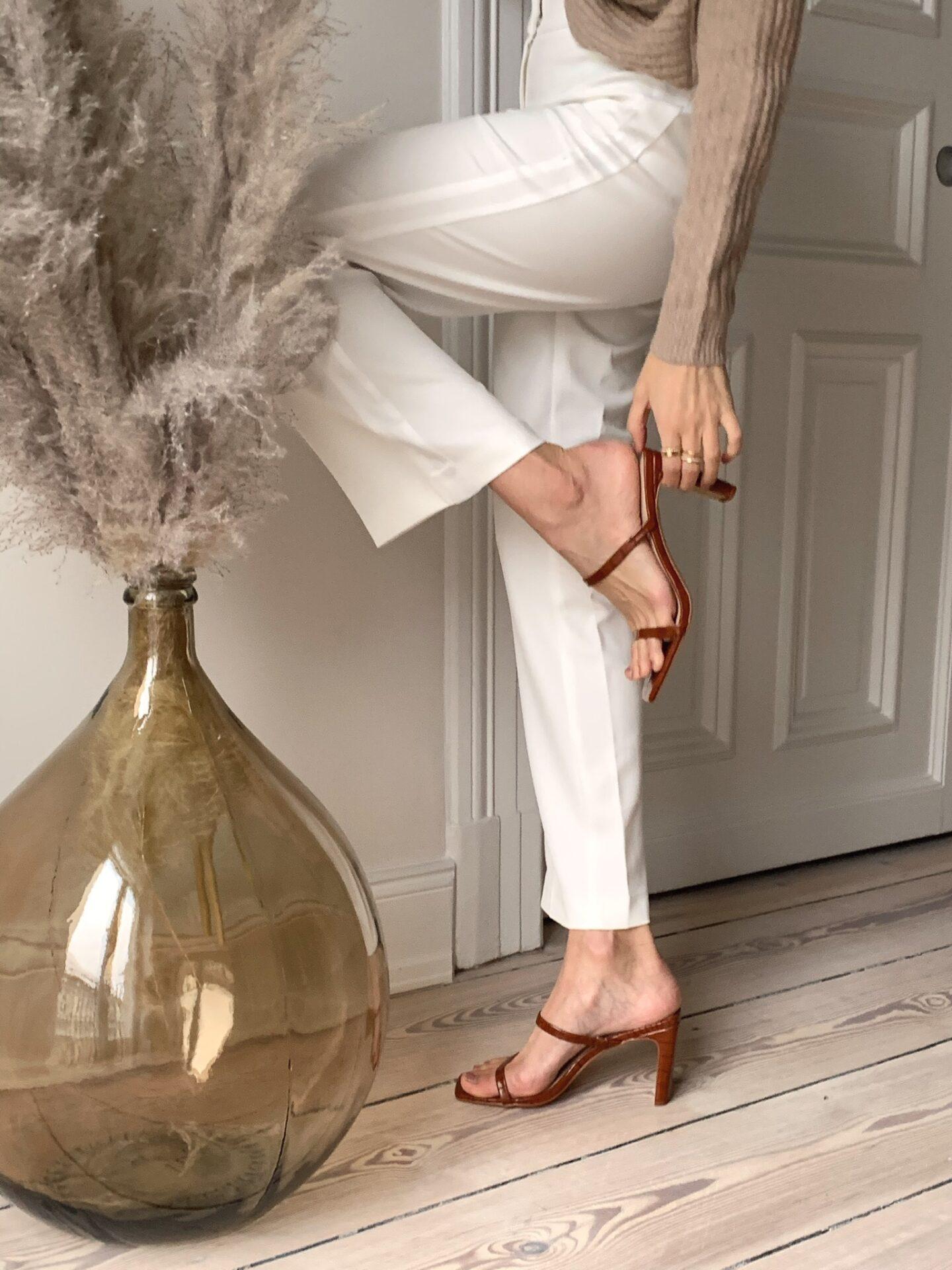The Drop Brown Sandals